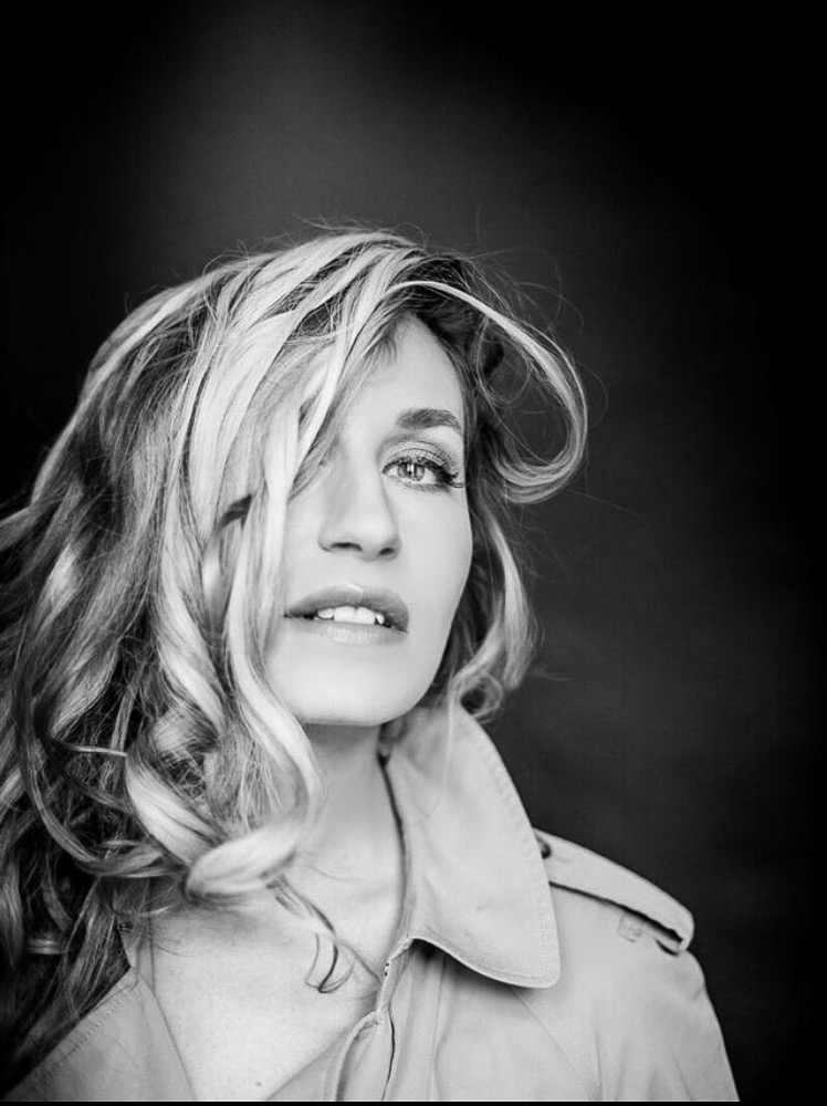 10 FACES of Elna by Max Sonnenschein