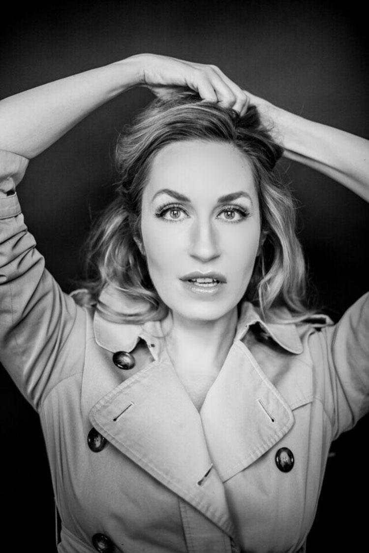 10 FACES of Elna of Max Sonnenschein
