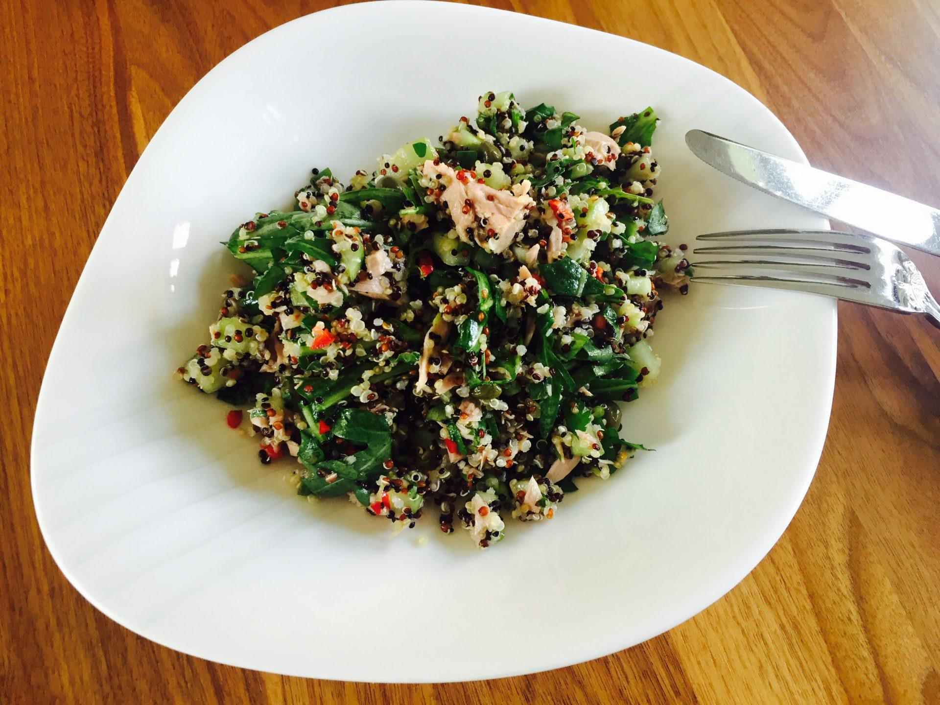 Scharfer Quinoa Salat mit Thunfisch